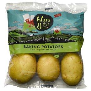 Blas y Tir baking potatoes